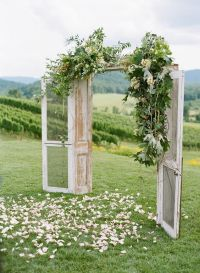 10 Rustic Old Door Wedding Decor Ideas If You Love Outdoor