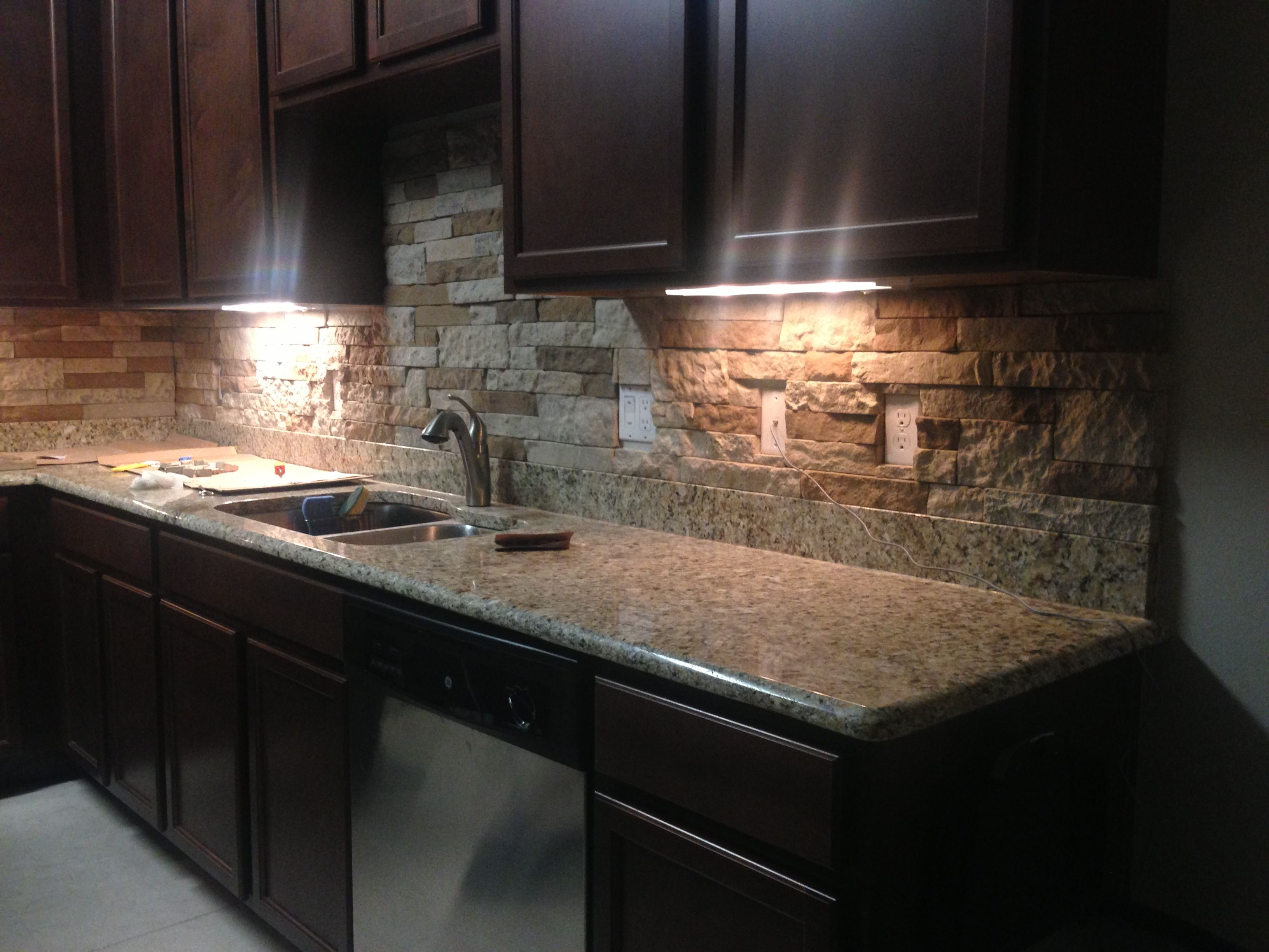 Diy Rustic Backsplash Diy Airstone Backsplash I Am So Doing This Around The