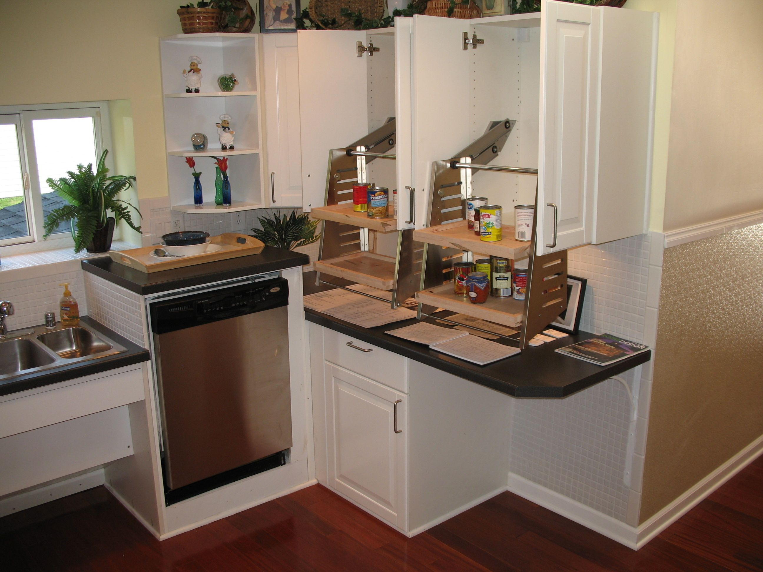 Universal Design Kitchen Cabinets I Love The Different Count Heights The Slight Raise In