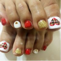 27 Holiday Fun Designs for Christmas Toe Nails ...