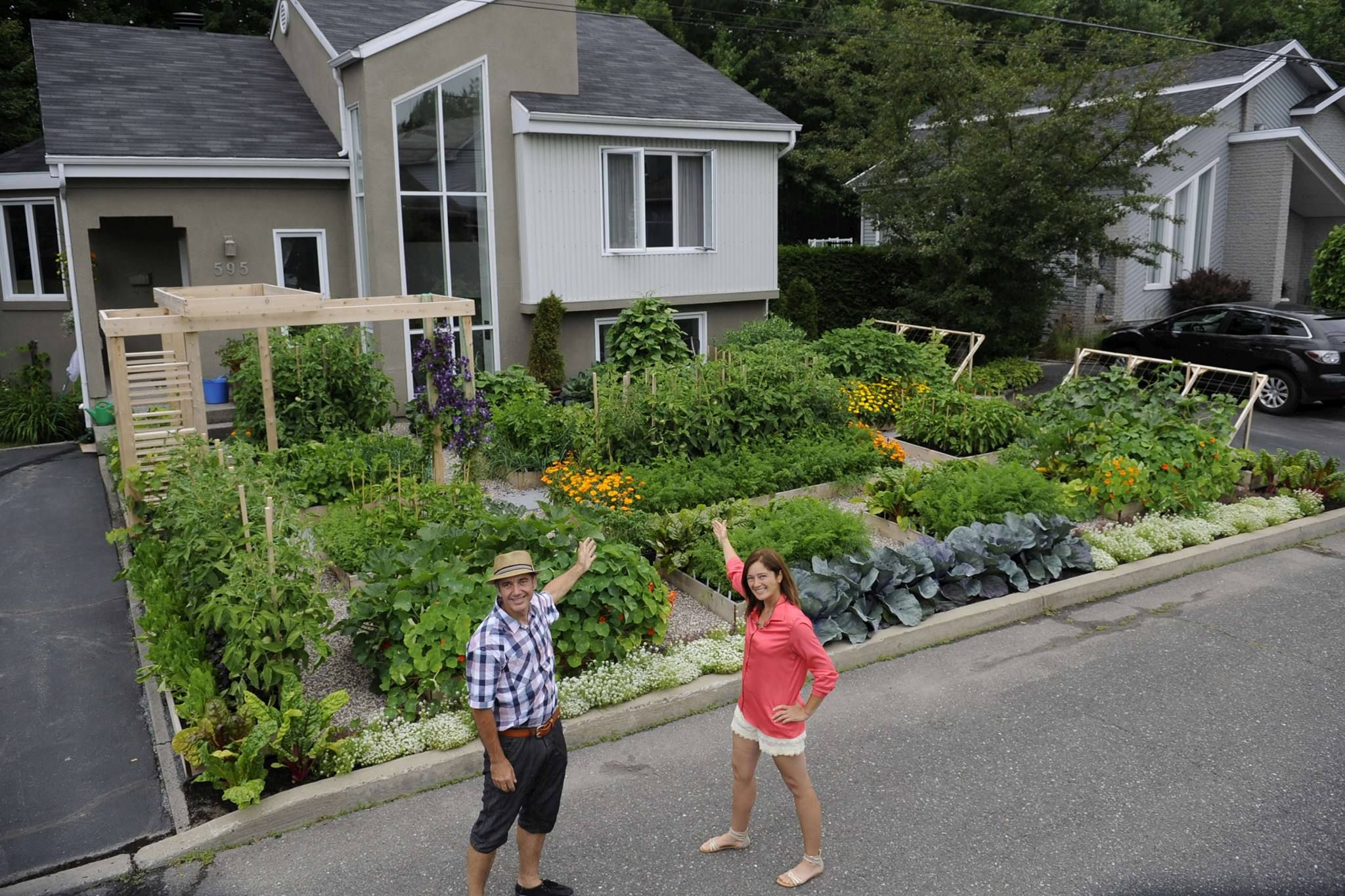 Great story from kitchen gardeners international about a couple s front yard kitchen garden in quebec