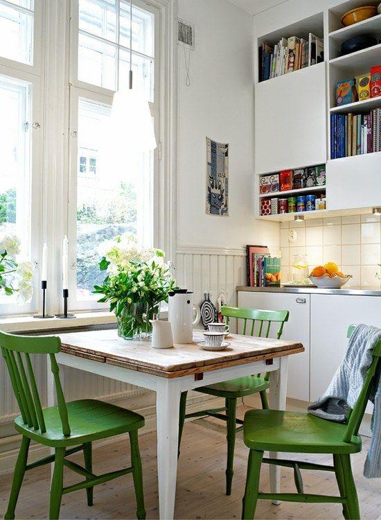 Perfekt Kleine Küche Grüne Stühle Essplatz Wandschränke Regalen Cocina   Kuchenbank  Ideales Mobelstuck Kleine Kuchen