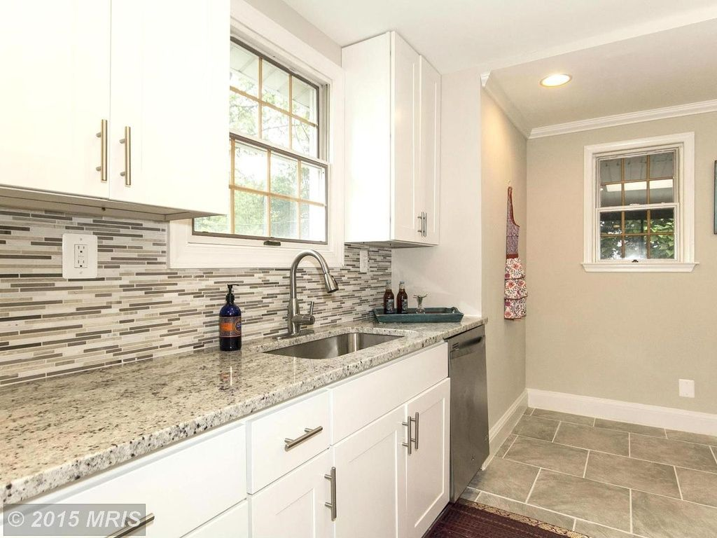 Granite Wrap Countertops Hit Tile Backsplash Done Right The Tile Goes Right To