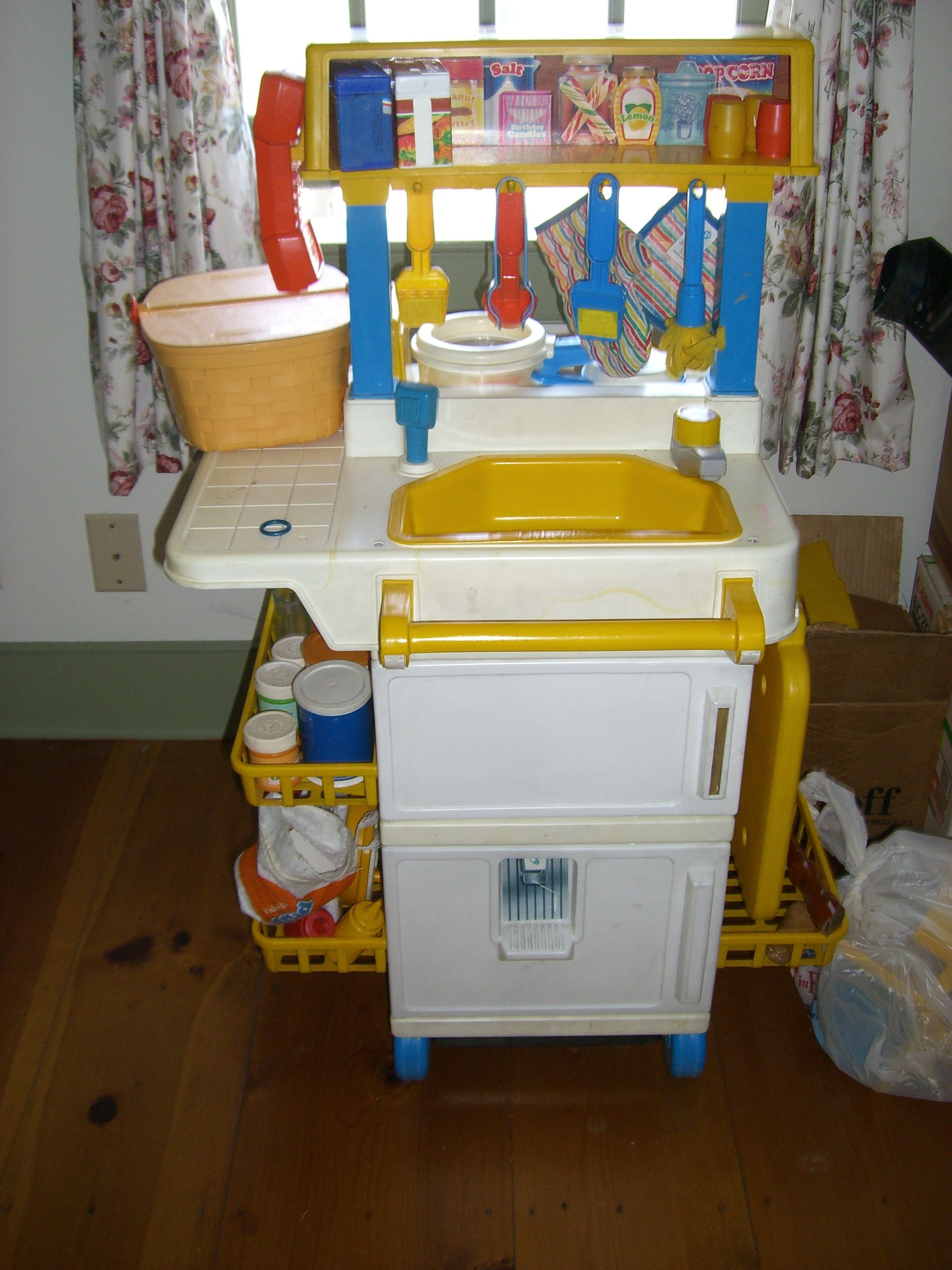 Fisher Price Küche Spielküche Old Fisher Price Kitchen Looks Almost Exactly Like How I