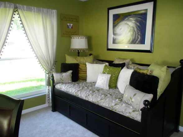 Like the daybed idea for a convertible office\/guest room - and Iu0027m - spare bedroom ideas