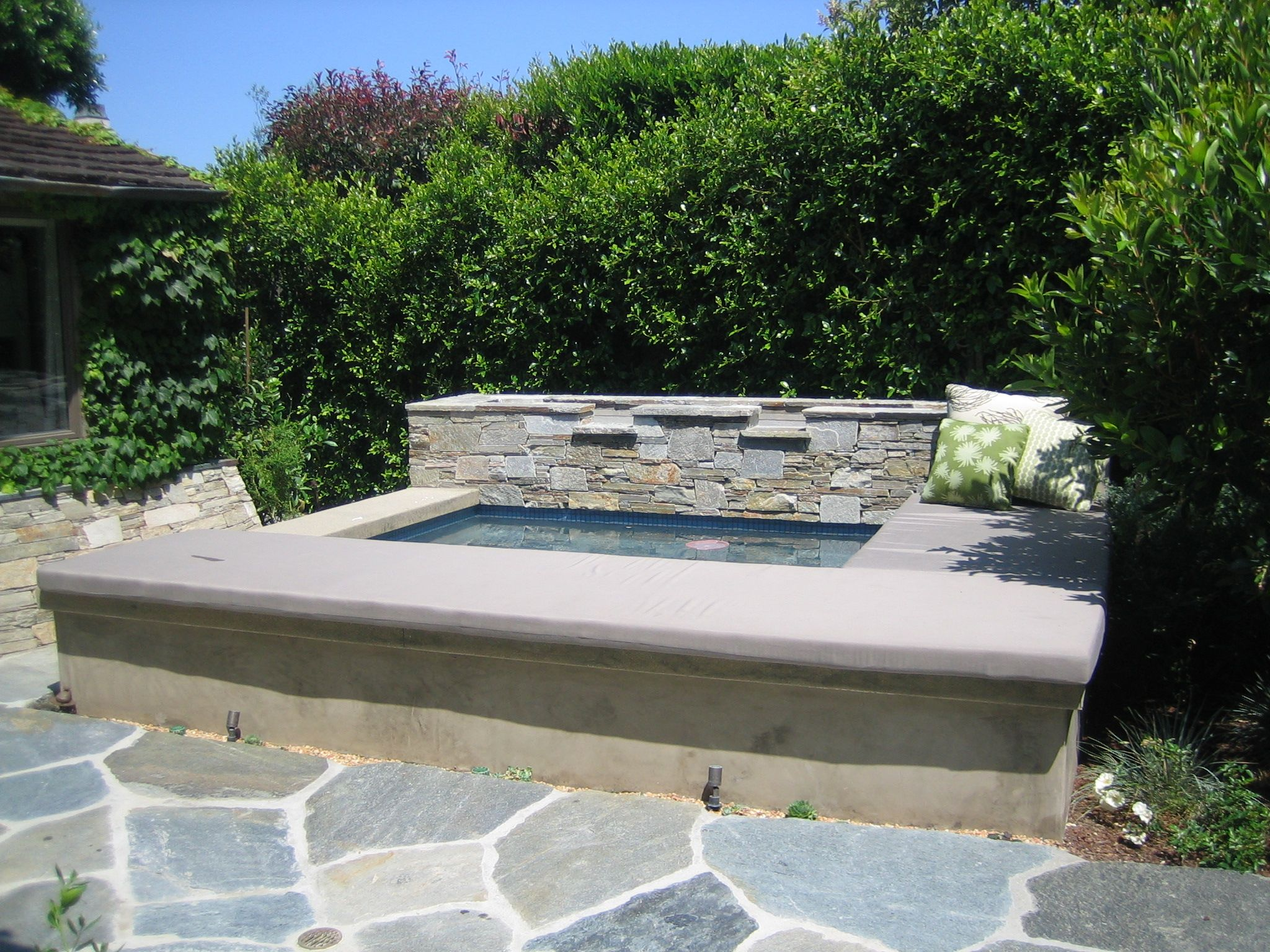 Jacuzzi Pool Top Caps Raised Spa With A Smooth Stucco Face And A Colored