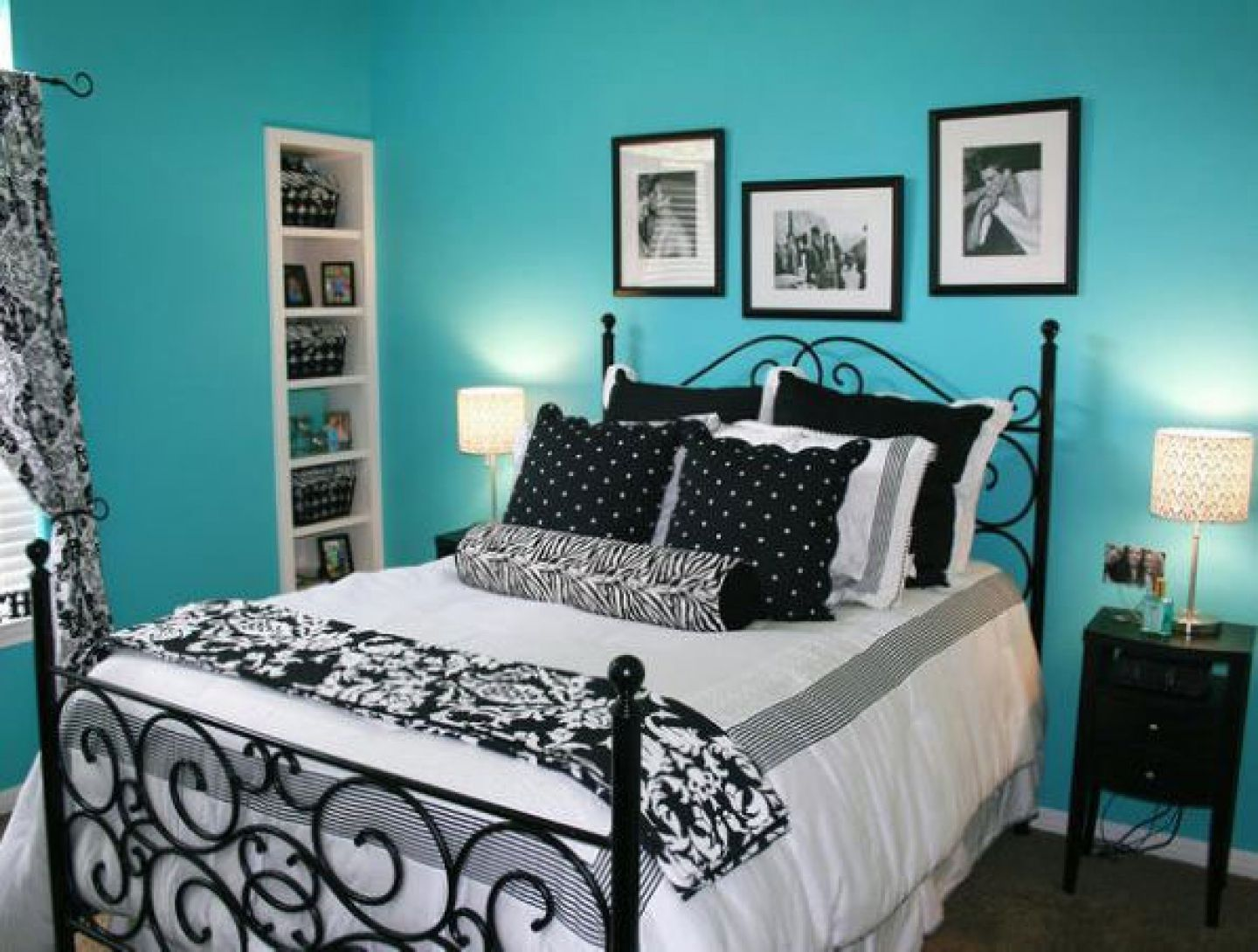 Comfy small bedroom idea for teen girls with cool turquoise wall paint color and vintage wall