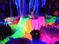 The 25+ best Neon party decorations ideas on Pinterest ...