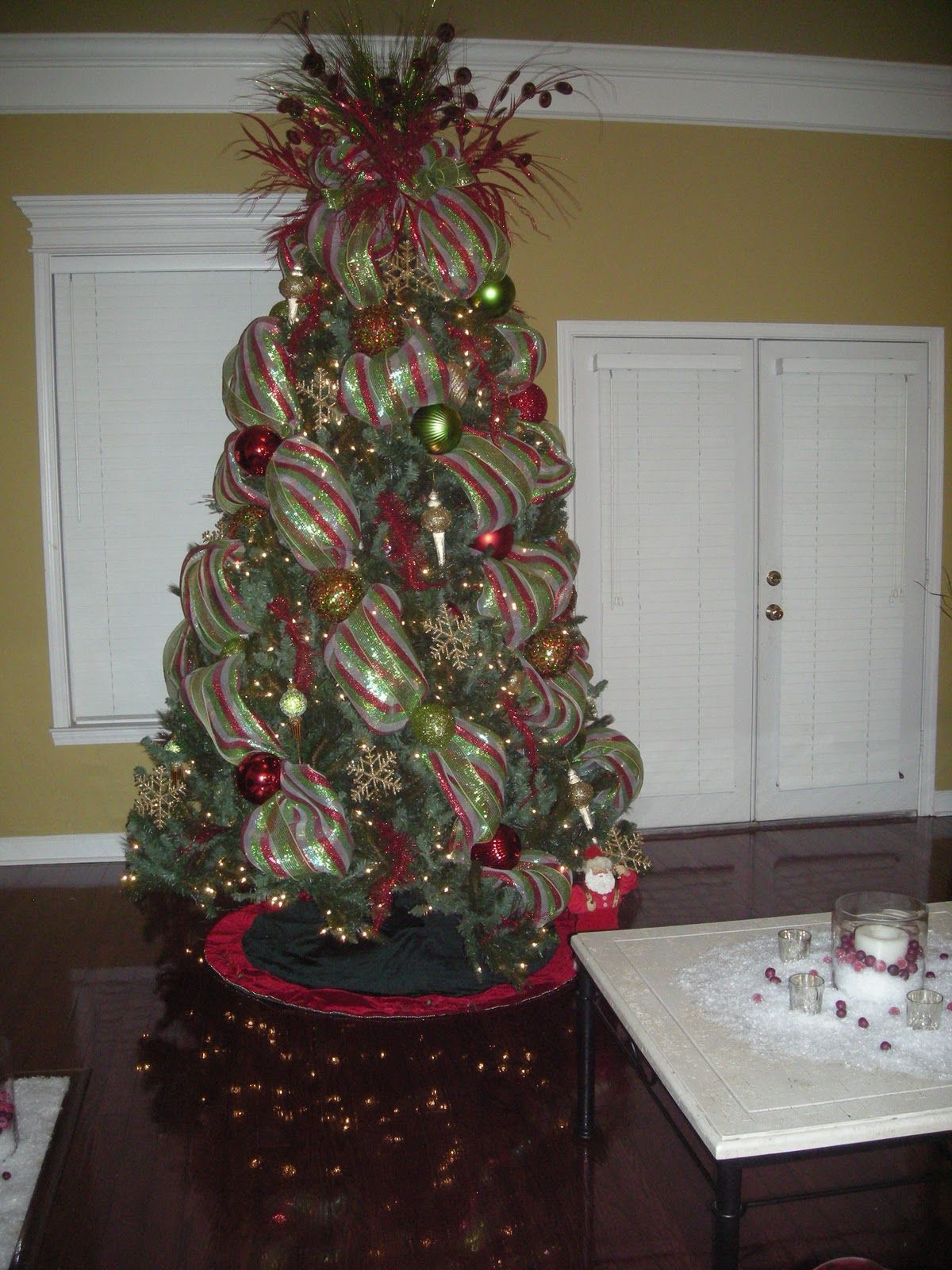 I want this tree christmas tree decorated with mesh by stylish spaces designed for living