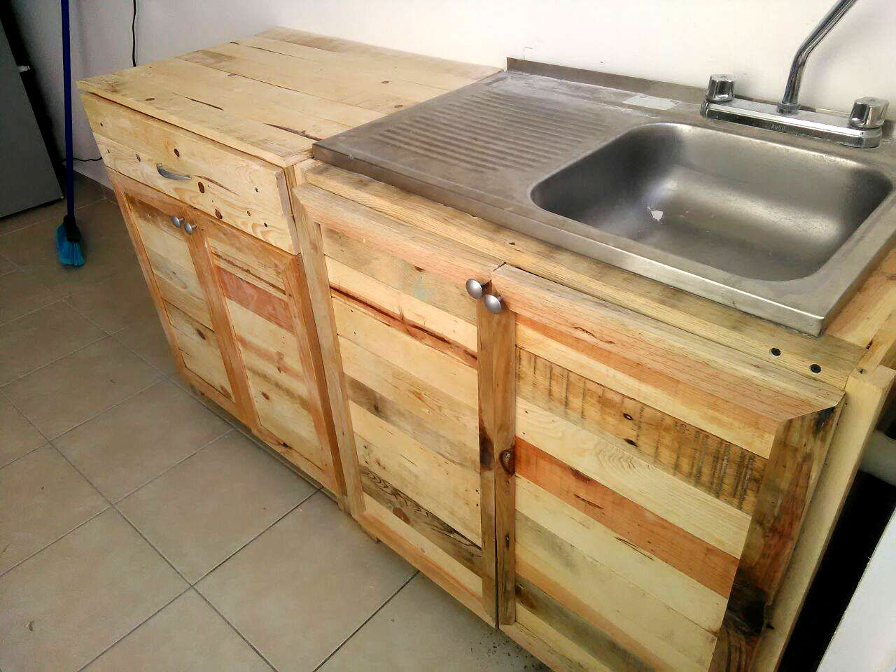 kitchen sink cabinets Kitchen wholly made from Recycled Pallets