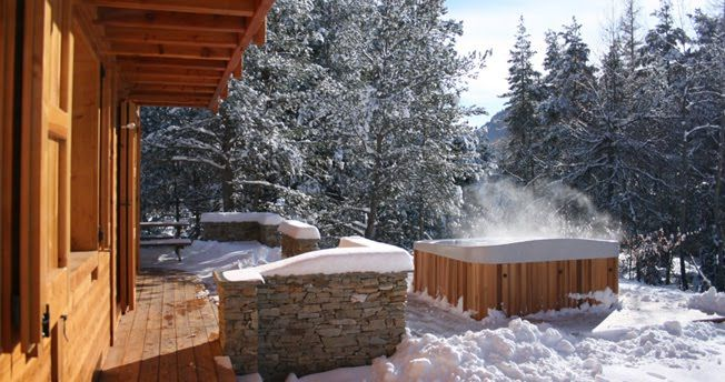 Jacuzzi Exterieur Neige Steamy Hot Tub In The Snow | Snowy Hot Tub Wonderment