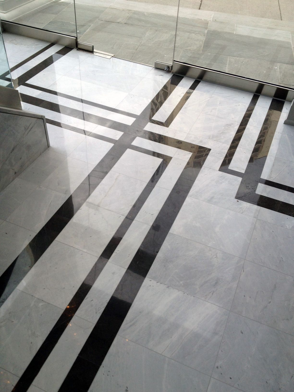 Floor Marbles Designs Strikingly Contrasting Marble Creates A Floor Pattern That