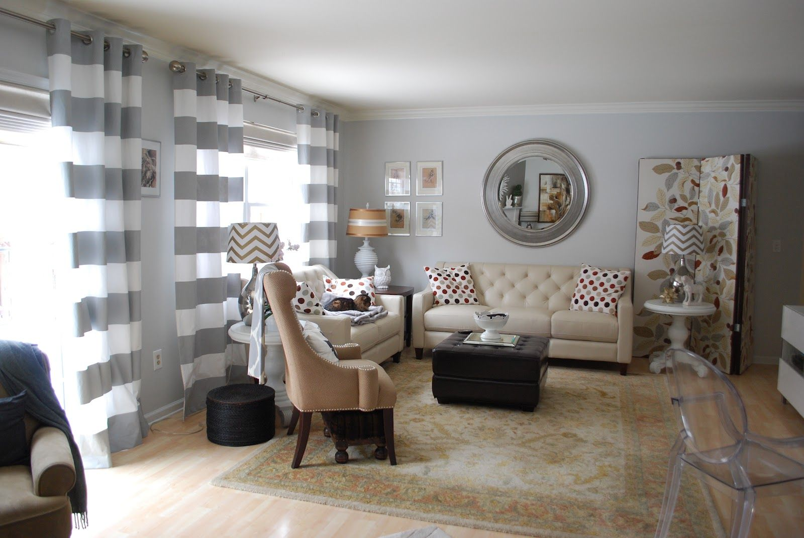Light Grey Living Room Walls Grey Walls In Living Space Window Treatment Decoration