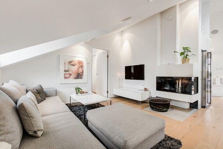 Wohnzimmer mit Dachschräge in grau und weiß Dachgeschoss - dekoration farbe fur dachschragen