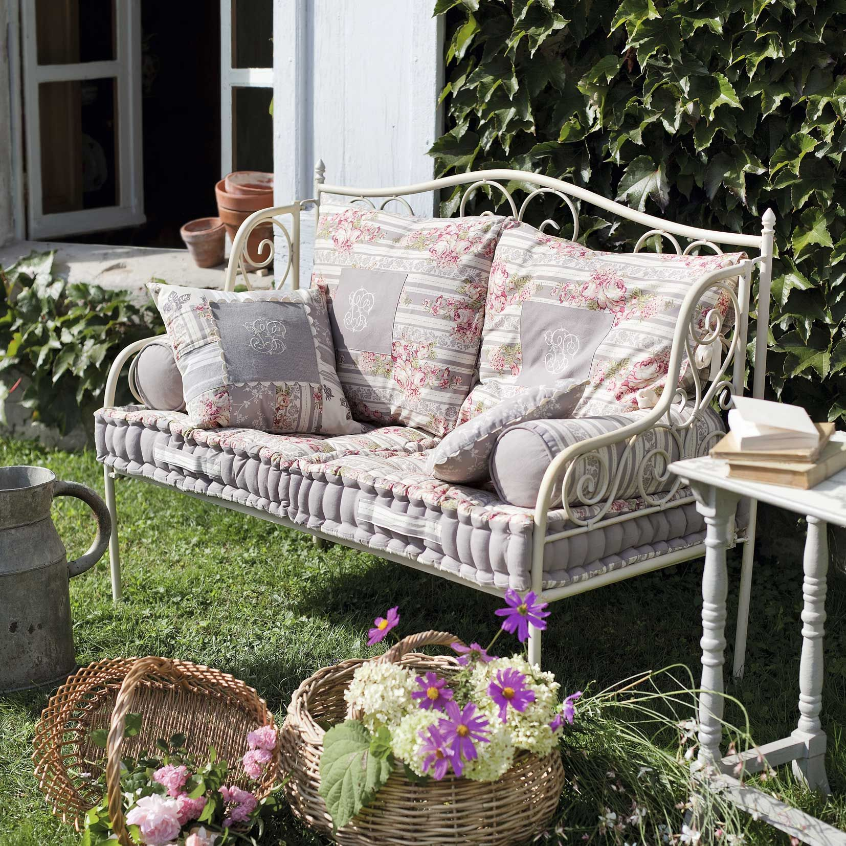 Salon De Jardin Romantique Blanc Romantique On Pinterest Toile De Jouy Rose And Metals
