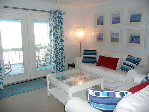 25 Encouraging Beach House Decorating Ideas - SloDive AT THE - beach house living room