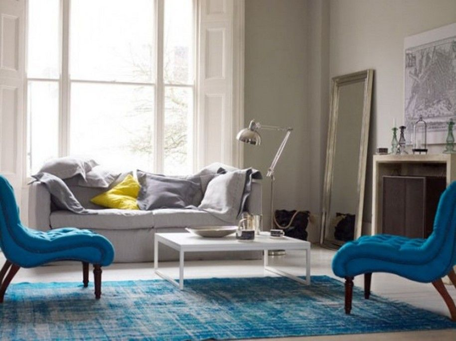 Blue Themed Living Room Ideas With Blue Rug On The White Floor And - blue living room chairs