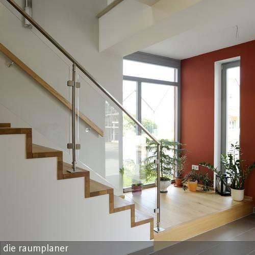 Treppe Im Einfamilienhaus Einfamilienhaus, Treppe Und Garderobe   Treppen  Wande Gestalten