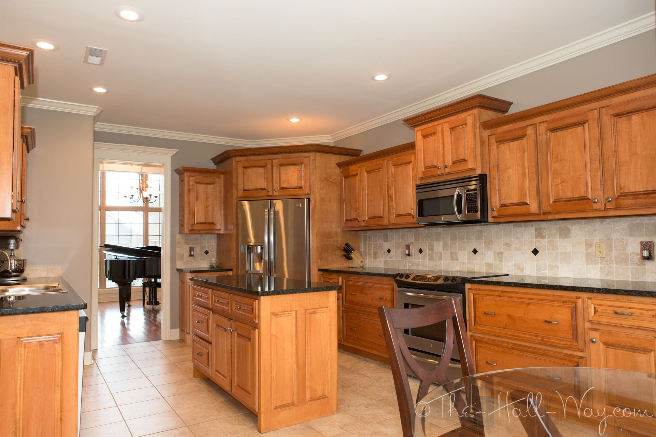 Kitchen Cabinets With Black Trim Behr Perfect Taupe Walls Maple Cabinets Tile Floor