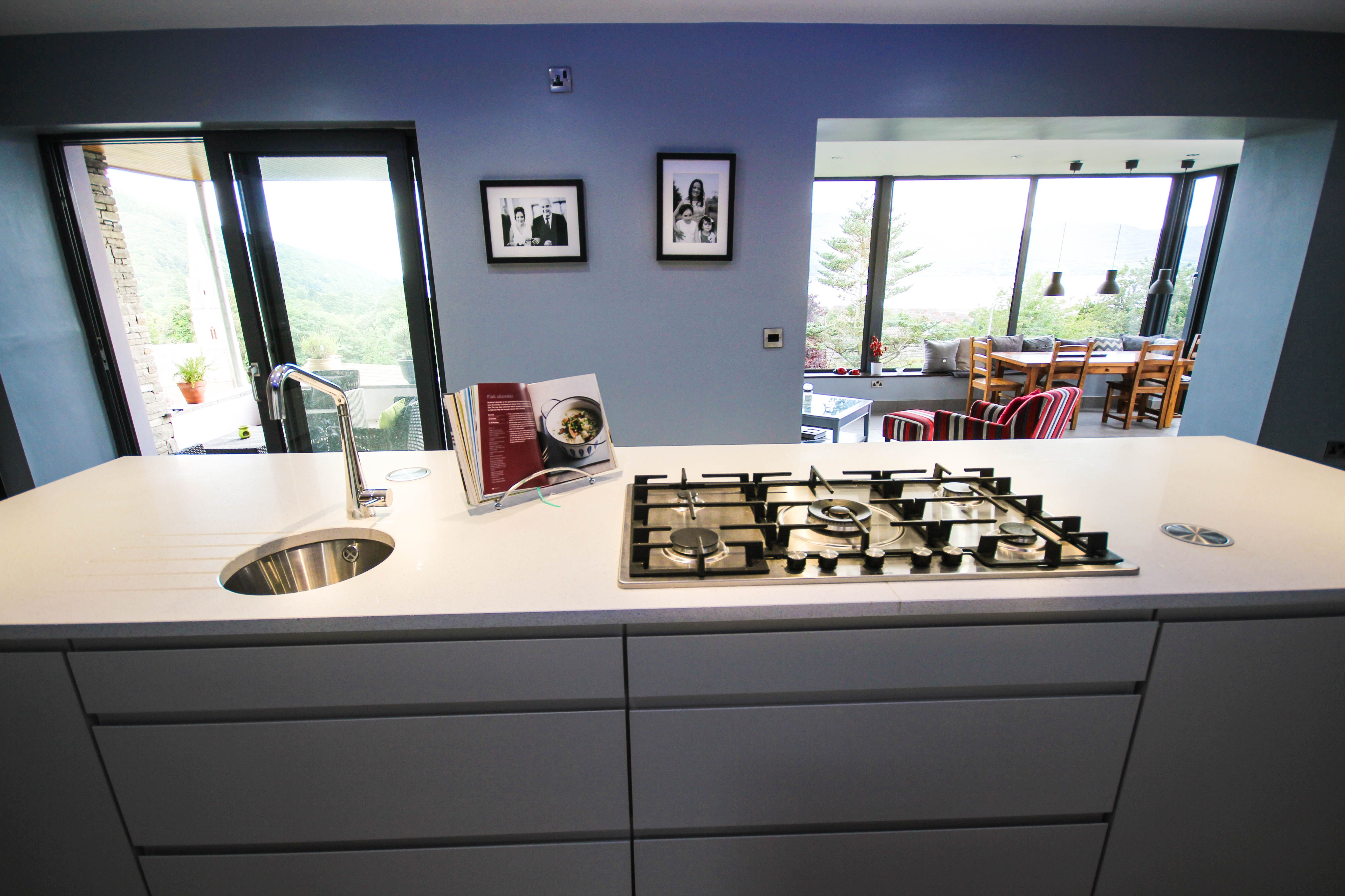Oven In Island Unit This Island Unit Combines A Gas Hob Circular Sink And