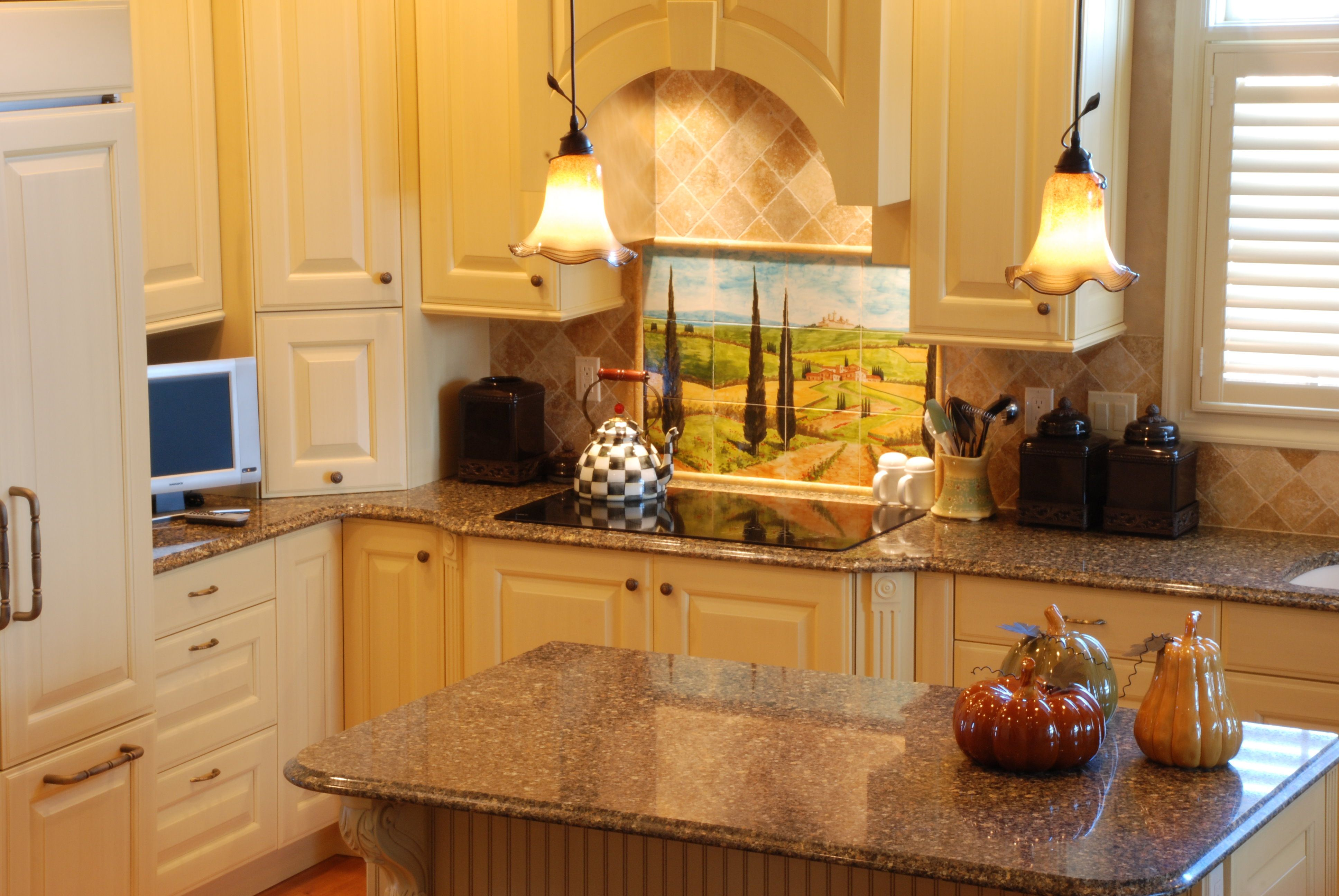 Laminate Countertops Pittsburgh Quotblack Canyon Quot Silestone With Light Cabinets Lake House