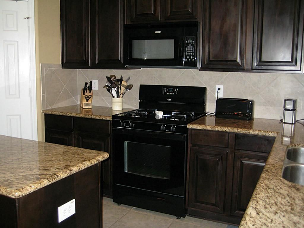 Two Tone Kitchen Cabinets With Black Granite Black Appliances With Java Cabinets Kitchen Pinterest