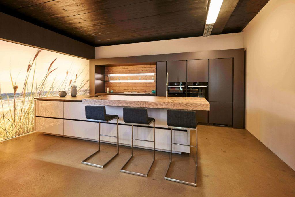 Moderne Küche mit Bar 6 Ideen für eine Bartheke aus Holz, Stein - moderne modulare kuche komfort
