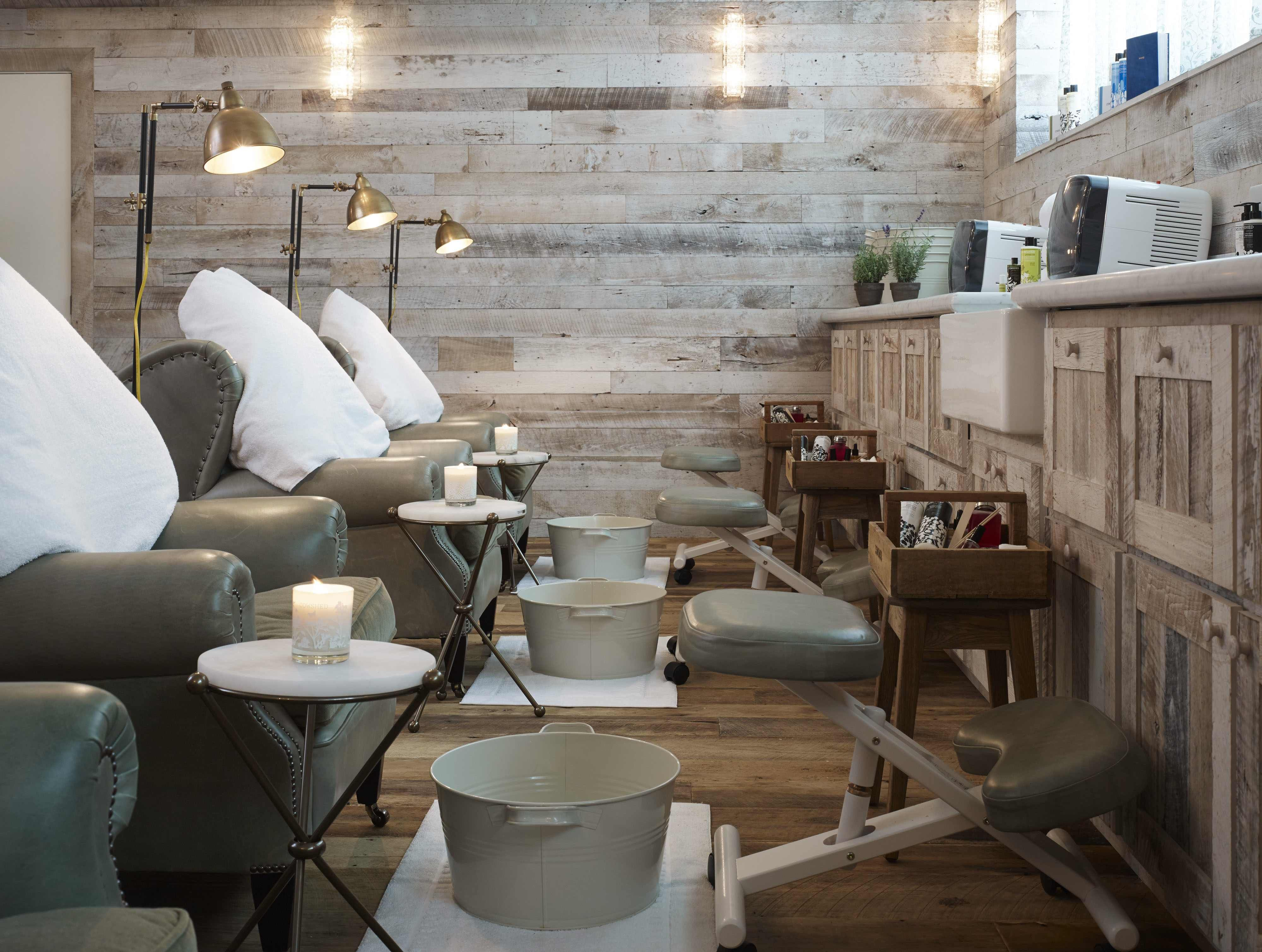 Salon Cosy Chic Cowshed Spa In Chicago Has A Cozy Chic Rustic Interior
