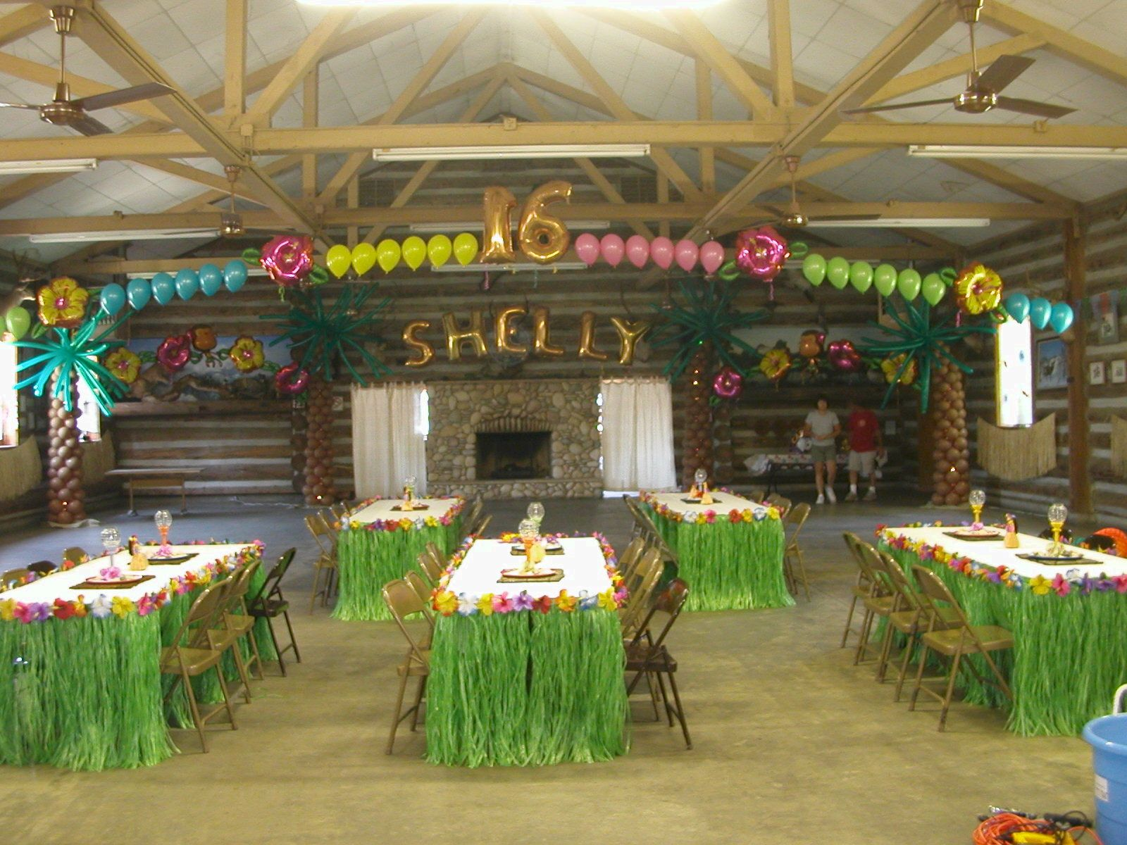 Cheminees Selva Decorations For A Hawaiian Christmas Party