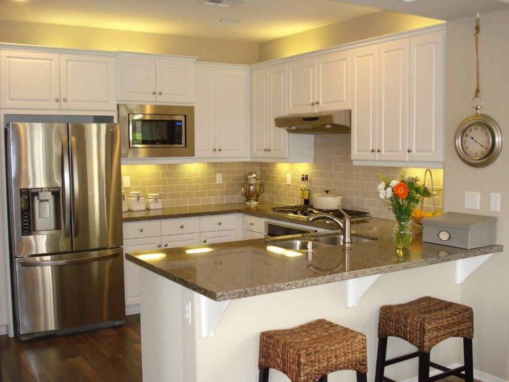 Kitchen Designs With Breakfast Bar Traditional Kitchen With Breakfast Bar Hardwood Floors