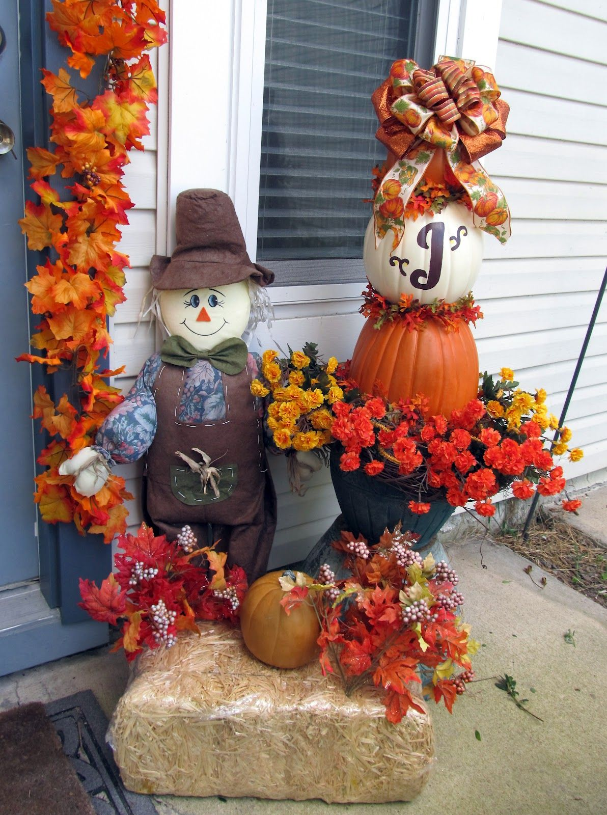 Hay Decoration Pictures Of Hay Bale Decorations With Scarecrows