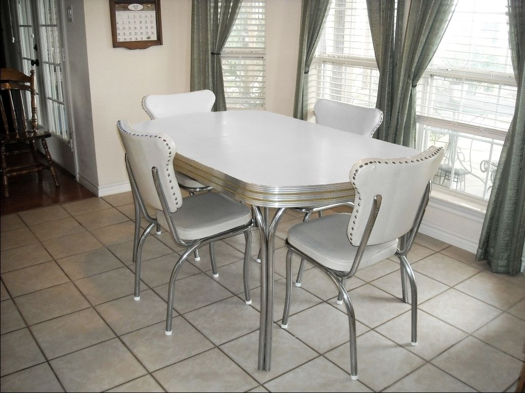 retro kitchen table sets vintage metal kitchen tables and chairs Restoring s Kitchen Tables And Chairs One of these in the barn too But not this color LOL It s a