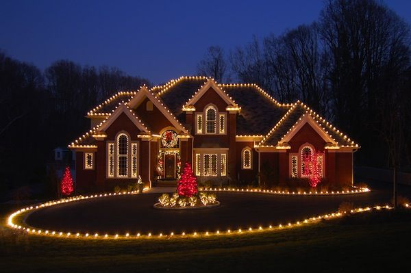 15 Dazzling Ideas For Lighting Your Surroundings This Christmas - outdoor christmas lights decorations