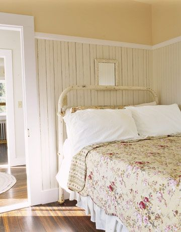 30+ Rooms That Perfectly Embody Farmhouse Style Cast iron beds - farmhouse bedroom ideas
