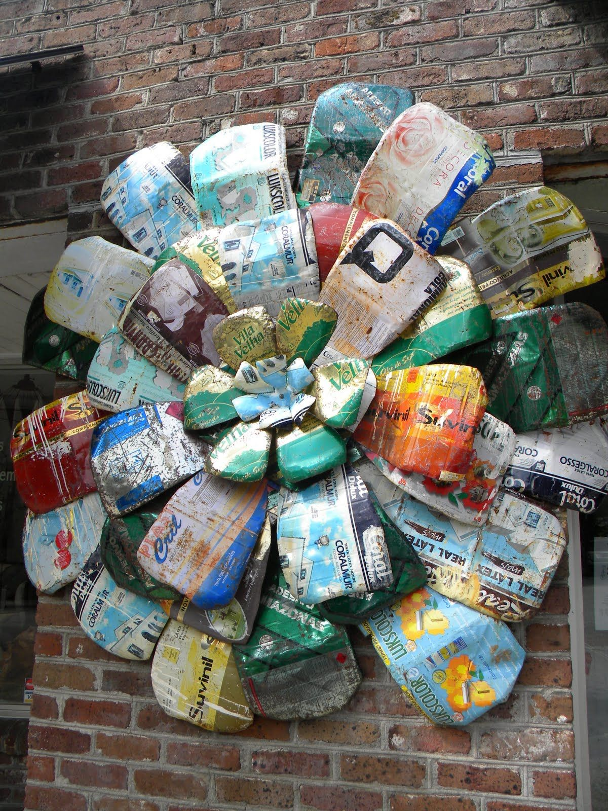 Diy Solar Panels Soda Cans Yard Art Ideas Am Lovin 39 This Metal Flower Made From