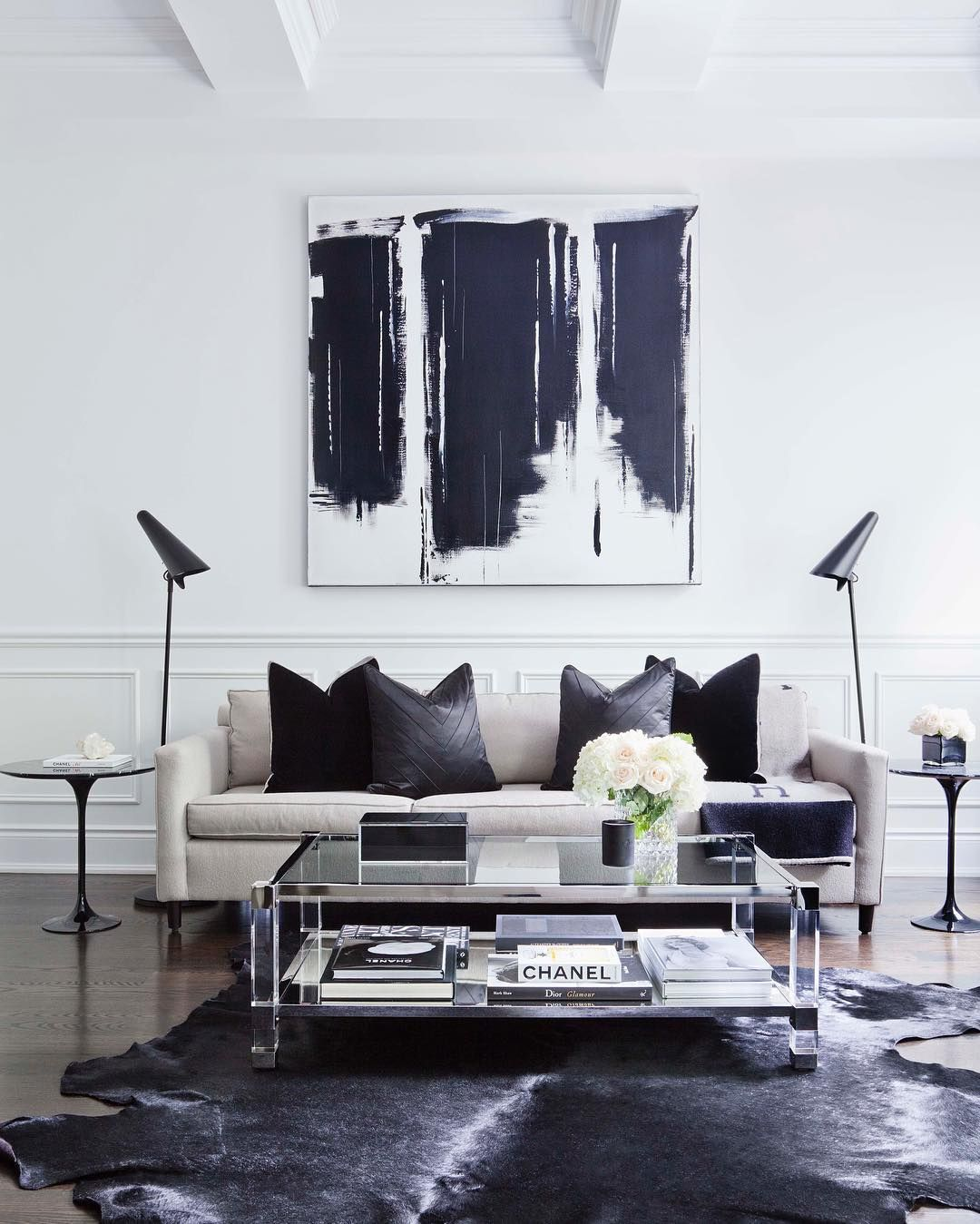 Black White Decor For Those Who Love Swoon Worthy Interiors With A Modern