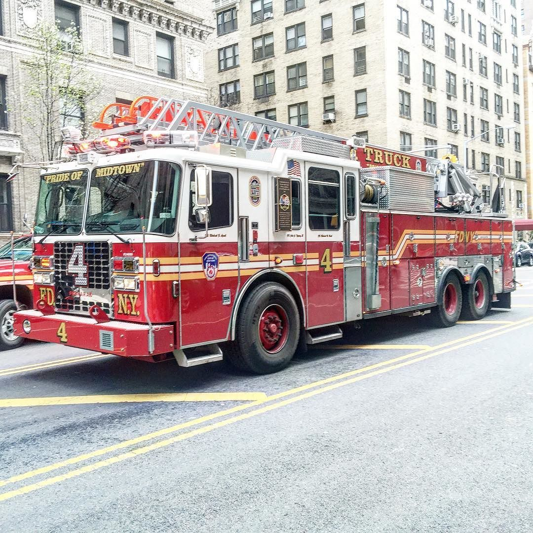 Fdny Ladder 4 Operating At A 10 77 High Rise Fire On West