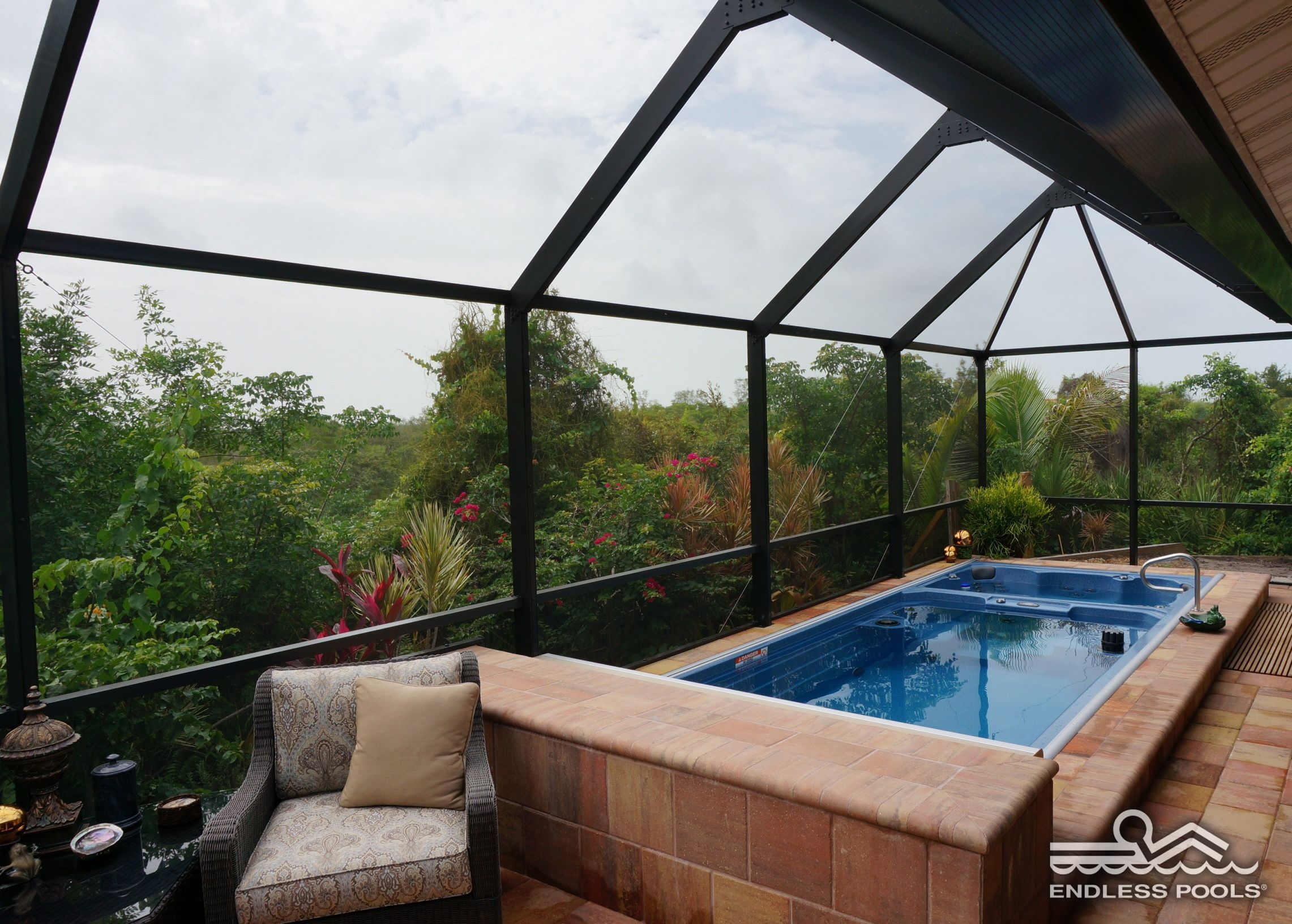 Jacuzzi Endless Pool With A 19 39 Dual Temperature Swim Spa You Can Enjoy