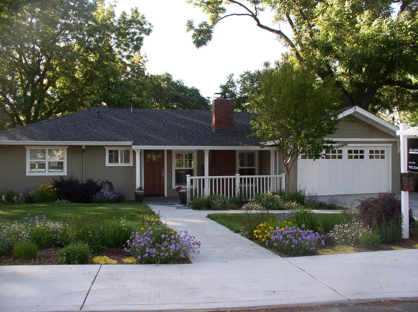 Inspiring marvelous and enchanting exterior color schemes for ranch style homes house paint color combinations exterior home exterior paint colors also