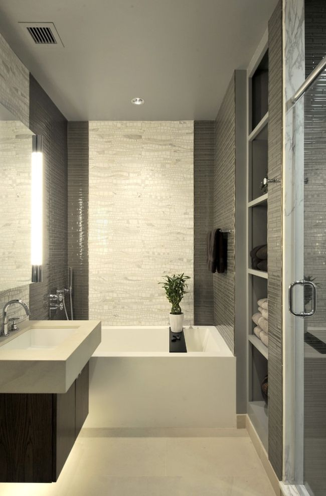 kleines Badezimmer wandfliesen grau weiß mosaik badewanne - weies badezimmer modern gestalten