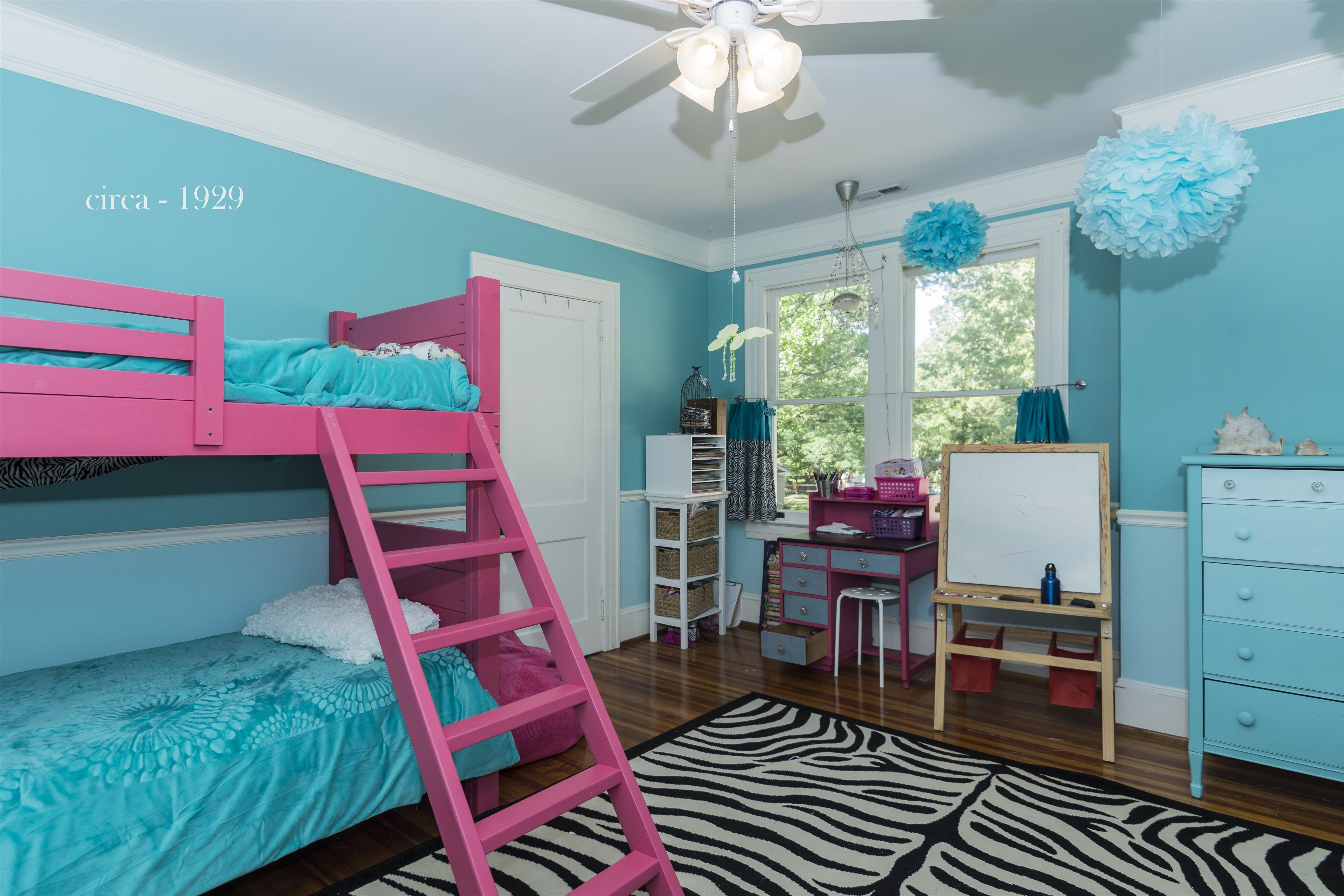 Inspiring twin bedroom ideas for teenage girls with teal and pink colors themes