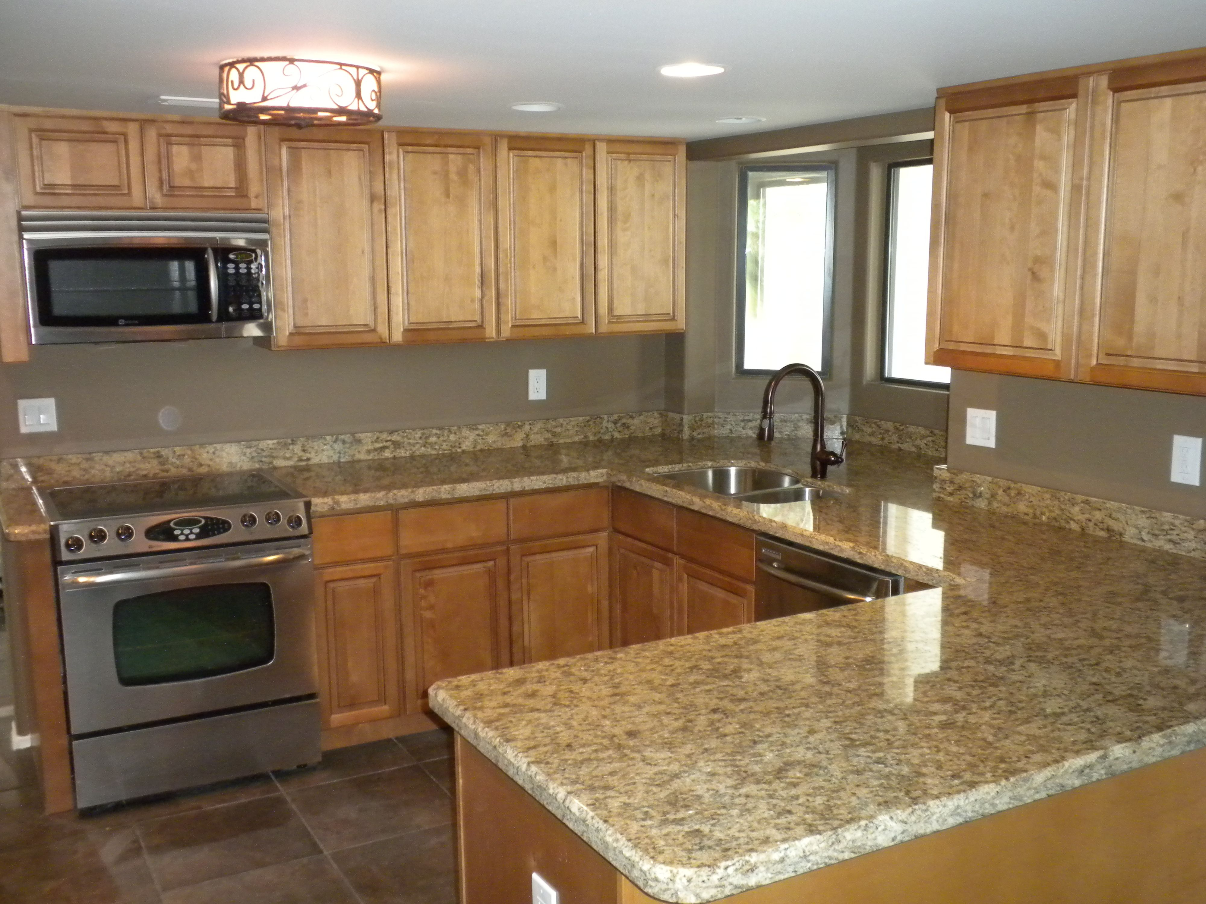 Maple Kitchen Cabinets With Marble Countertops Light Maple Cabinets With Chocolate Glaze And Santa
