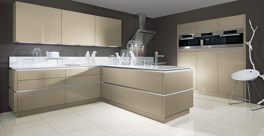 Schröder Küchen Küchendesign Acryl com cubanit Küche - beige kuche