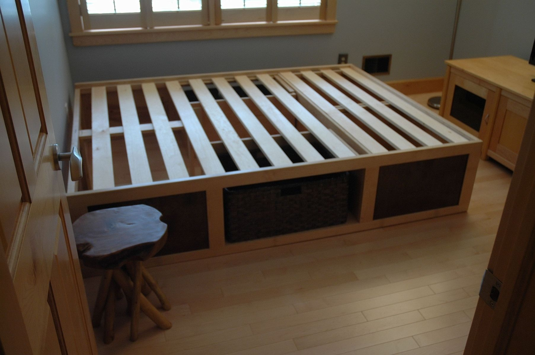Diy Platform Bed Base 60 Quot X 80 Quot Platform Bed With Storage Baskets Diy And Crafts