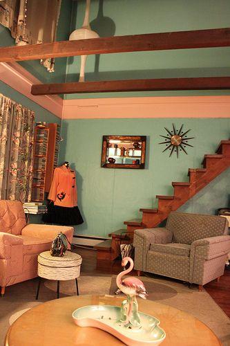 Mid-Century retro living room Love that wall color! Retro - retro living room furniture