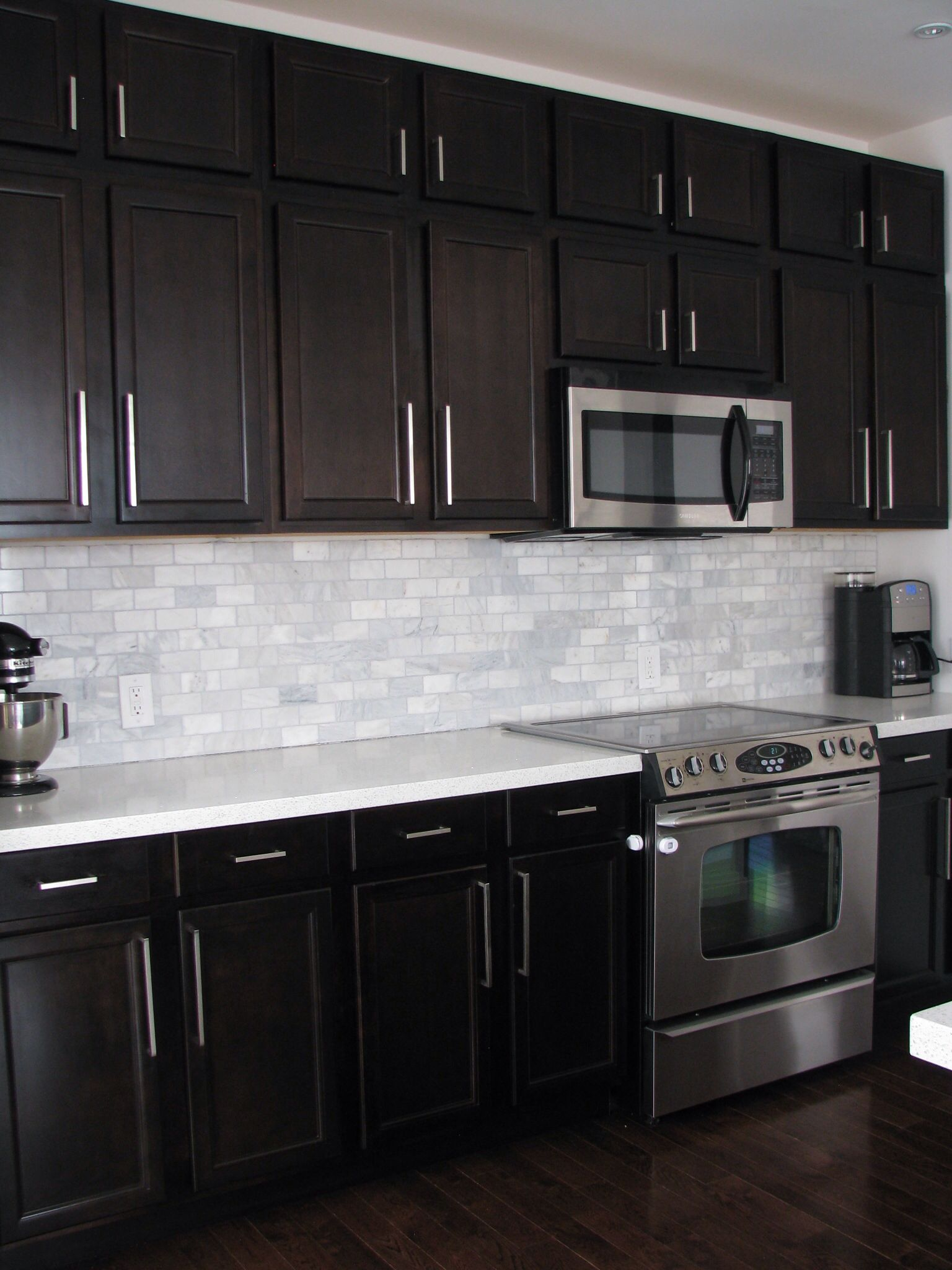 Dark Countertops With Dark Cabinets Dark Birch Kitchen Cabinets With Shining White Quartz