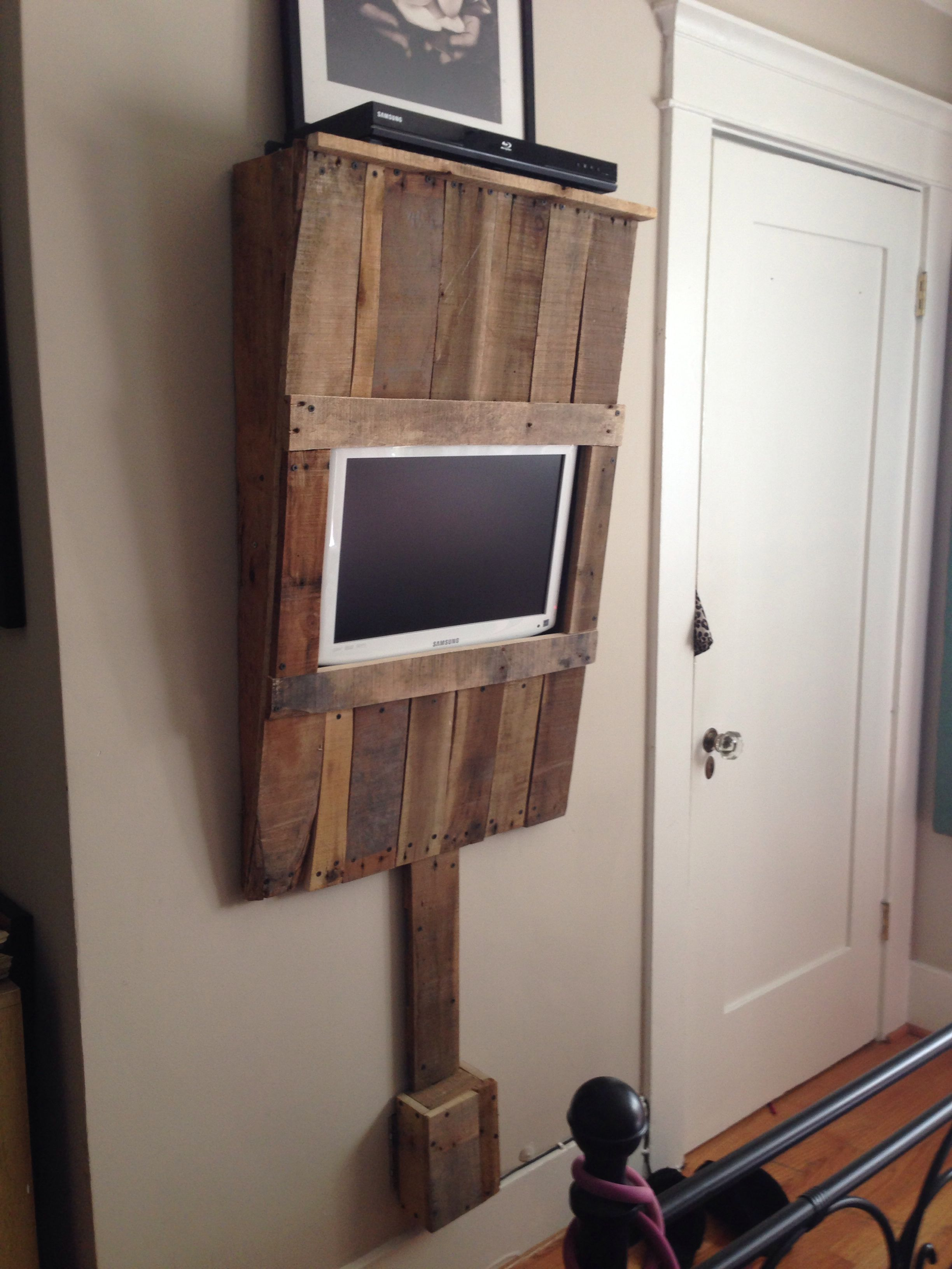 Wooden Wall Tv Mount Diy Pallet Wood Wall Mounted Tv Unit Diy And Crafts