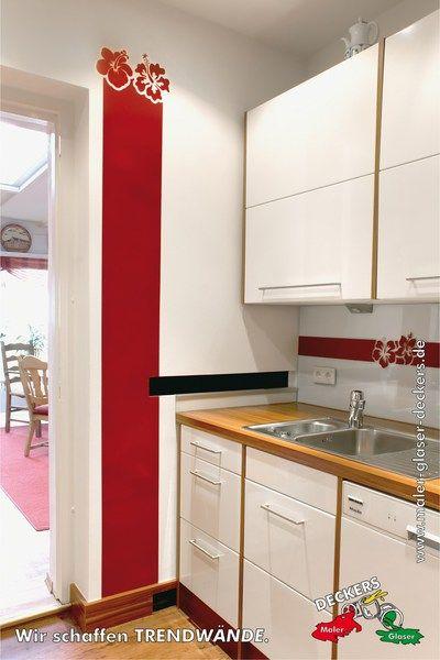 Kreative Wandgestaltung in der Küche mit rotem Streifen und Blumen - kreative wandgestaltung