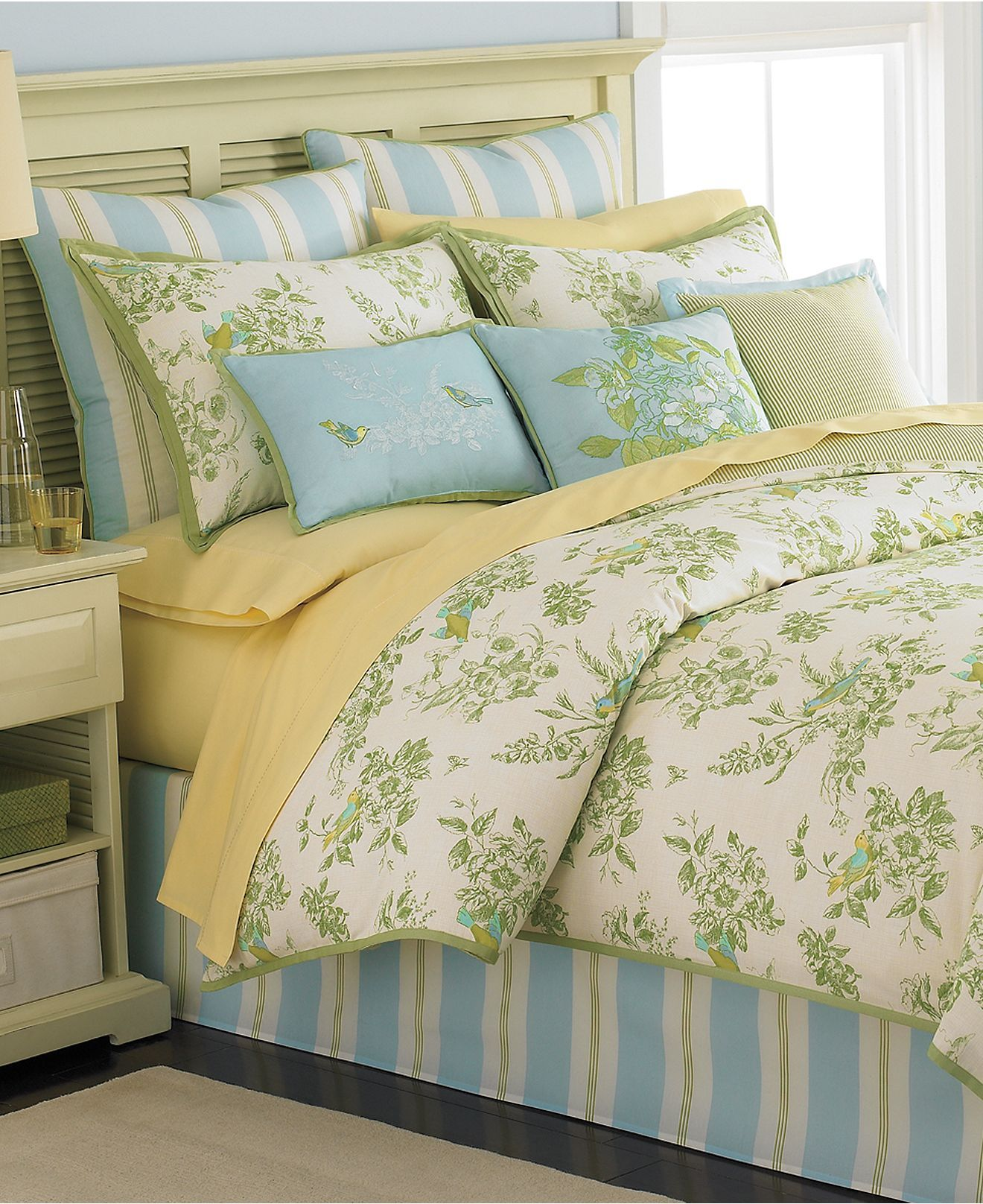 This is the new comforter for my bed i got it from macy s martha stewart collection