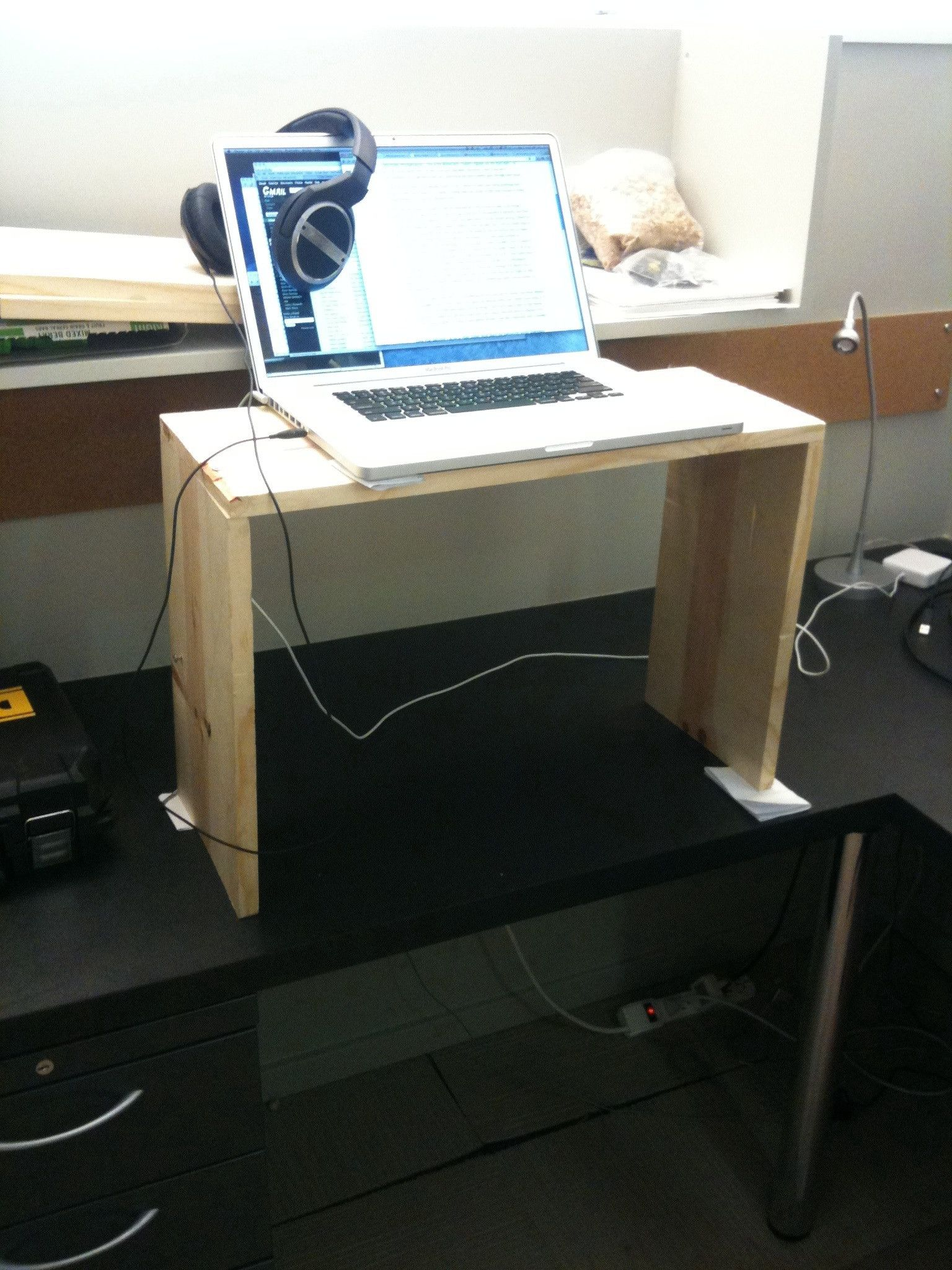 Diy Desktop Standing Desk Quick And Free Ways To Convert An Existing Desk Into A
